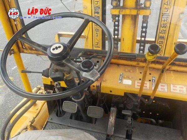 Xe nâng động cơ dầu 06 tấn KOMATSU FD60-2 # 10105 giá rẻ