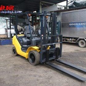 Xe nâng cũ động cơ dầu KOMATSU 2 tấn FD20T-17 giá rẻ