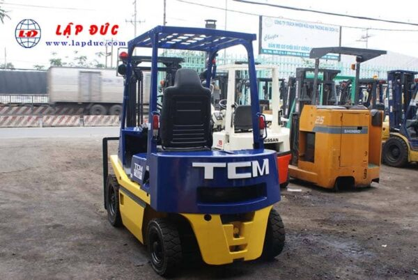 Xe nâng dầu 2 tấn TCM FD20Z2 # 559006386 giá rẻ
