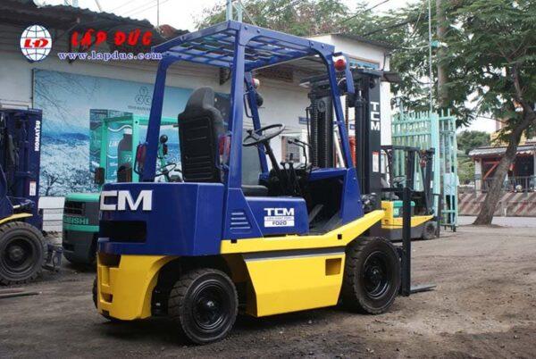 Xe nâng cũ động cơ dầu TCM 2 tấn FD20Z2 # 559006386 giá rẻ