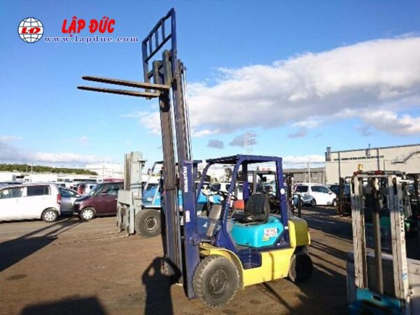 Xe nâng máy dầu cũ KOMATSU 2.5 tấn FD25C-12 # 515601 giá rẻ
