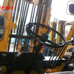 Xe nâng 2 tấn máy dầu KOMATSU FD20-10 # 233741 giá rẻ