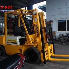 Xe nâng dầu KOMATSU 2 tấn FD20-10 # 233741 giá rẻ