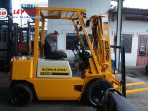 Xe nâng máy dầu cũ KOMATSU 2 tấn FD20-10 # 233741 giá rẻ