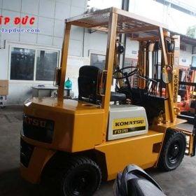 Xe nâng cũ động cơ dầu KOMATSU 2 tấn FD20-10 # 233741 giá rẻ