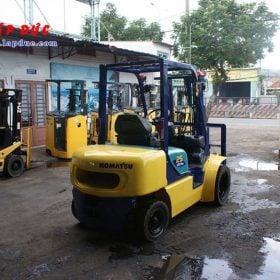 Xe nâng dầu 2.5 tấn KOMATSU FD25T-14 # 557334 giá rẻ