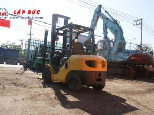 Xe nâng máy dầu cũ KOMATSU 3 tấn FD30C-17 # 322470 giá rẻ