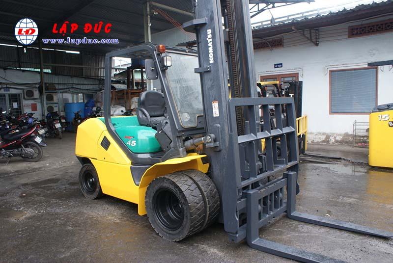Xe nâng động cơ dầu 4.5 tấn KOMATSU FD45T-10 # 135323 giá rẻ