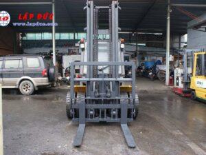 Xe nâng KOMATSU máy dầu 4.5 tấn FD45T-10 # 135323 giá rẻ