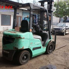 Xe nâng máy dầu cũ MITSUBISHI 2.5 tấn FD25 # 51165 giá rẻ
