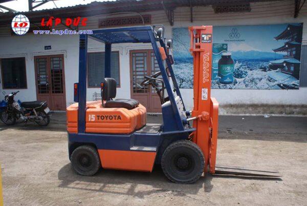 Xe nâng máy dầu cũ TOYOTA 1.5 tấn 5FDL15 # 10332 giá rẻ