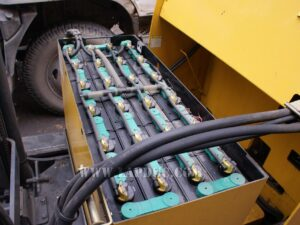 Xe nâng điện KOMATSU 1.8 tấn đứng lái FB18RS-12 giá rẻ