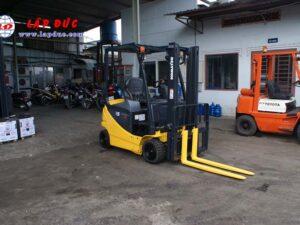 Xe nâng điện ngồi lái 1.5 tấn KOMATSU FB15-12 giá rẻ