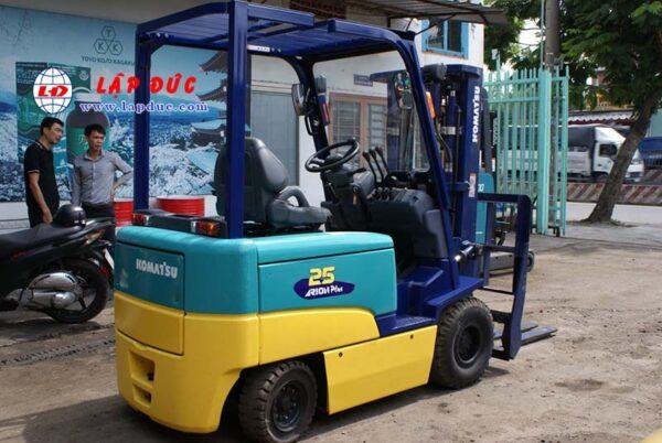 Xe nâng điện ngồi lái 2.5 tấn KOMATSU FB25EX-10 giá rẻ