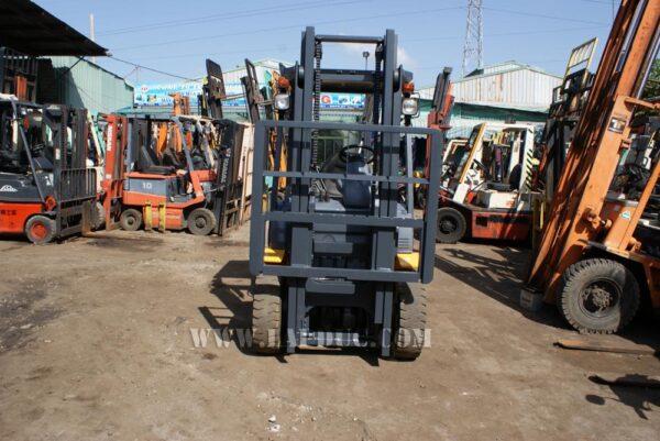 Xe nâng xăng cũ KOMATSU 2 tấn FG20-15 # 581367 giá rẻ
