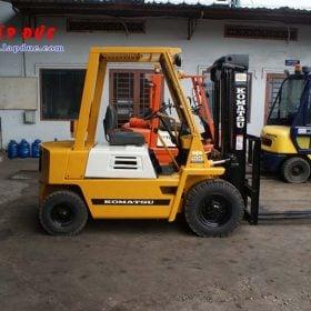 Xe nâng xăng cũ KOMATSU 2 tấn FG20-7 # 107531 giá rẻ