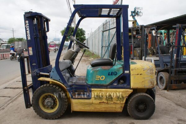 Xe nâng xăng cũ 2 tấn KOMATSU FG20C-12 giá rẻ