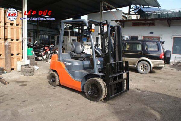 Xe nâng máy xăng TOYOTA 2 tấn 8FGL20 # 33536 giá rẻ
