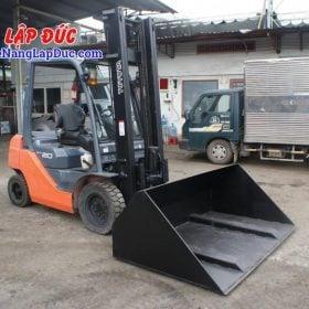 Xe nâng dầu toyota 2 tấn gàu xúc