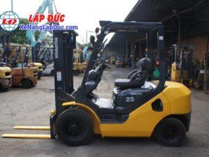 Xe nâng dầu cũ 2.5 tấn KOMATSU FD25T-17 giá rẻ