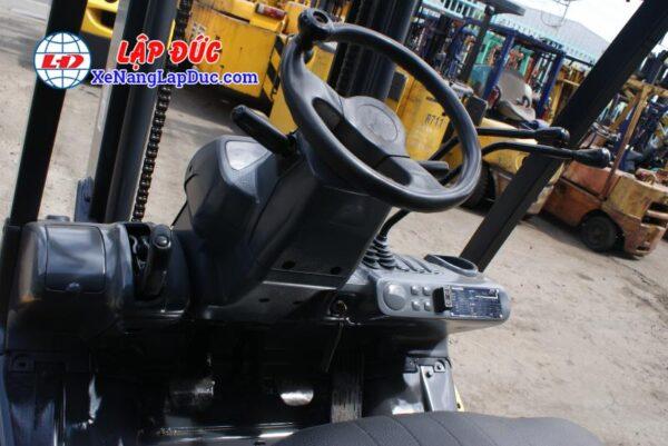 Xe nâng động cơ dầu 2.5 tấn KOMATSU FD25T-17 giá rẻ