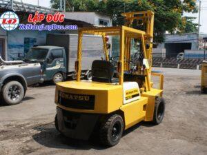 Xe nâng dầu KOMATSU 2.5 tấn FD25L-8 # 160080 giá rẻ