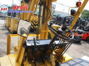 Xe nâng 2.5 tấn dầu KOMATSU FD25L-8 # 160080 giá rẻ