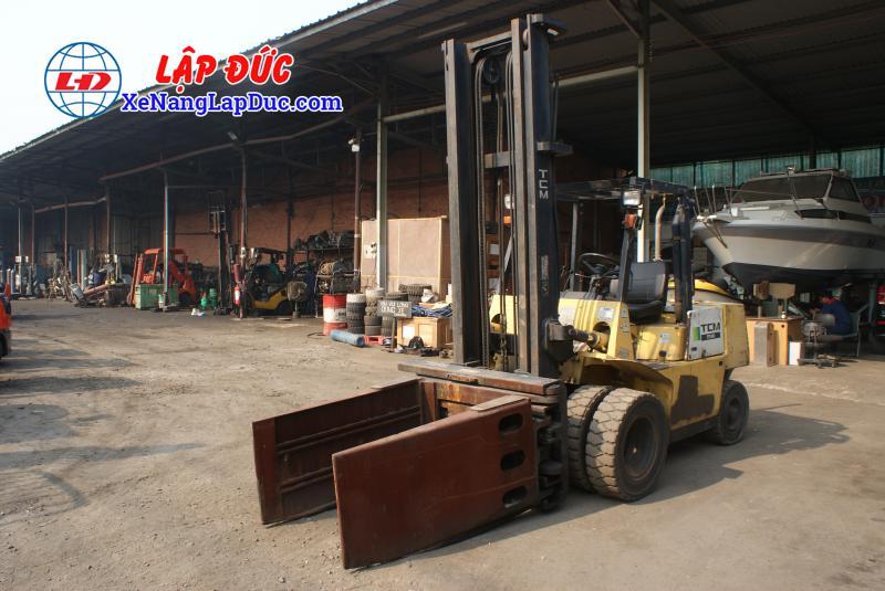Xe nâng động cơ dầu 4 tấn TCM FD40Z6 # 59606364 giá rẻ
