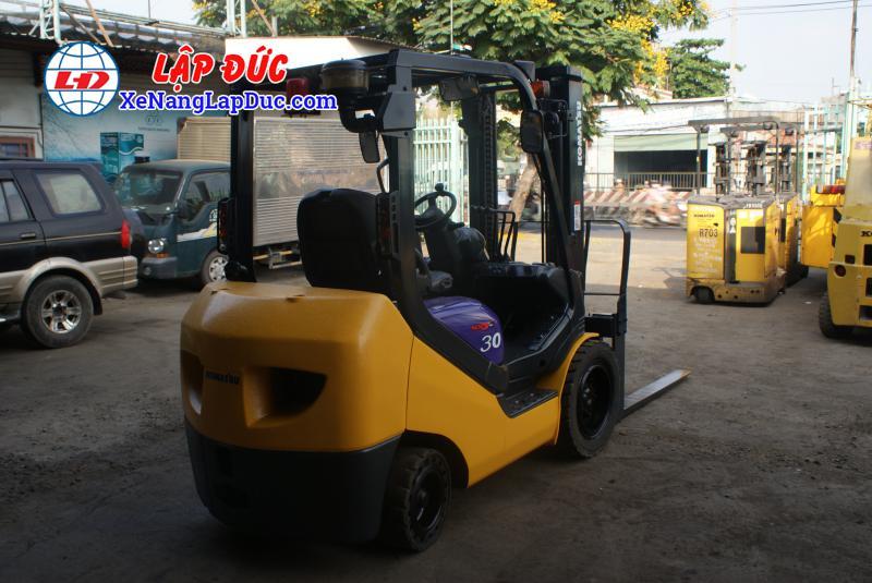 Xe nâng dầu KOMATSU 3 tấn FD30NT-16 giá rẻ