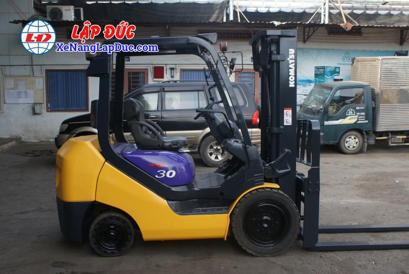 Xe nâng máy dầu cũ KOMATSU 3 tấn FD30NT-16 giá rẻ