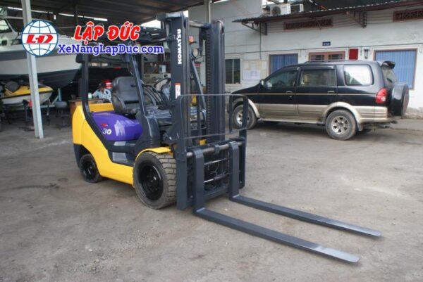Xe nâng cũ động cơ dầu KOMATSU 3 tấn FD30NT-16 giá rẻ