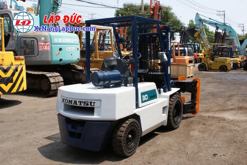 Xe nâng KOMATSU máy dầu 3 tấn FD30-10 #23197 giá rẻ
