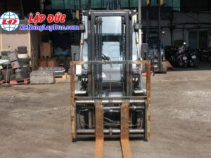 Xe Nâng Dầu 3 tấn UNICARRIERS FD30T5 # 00186 18