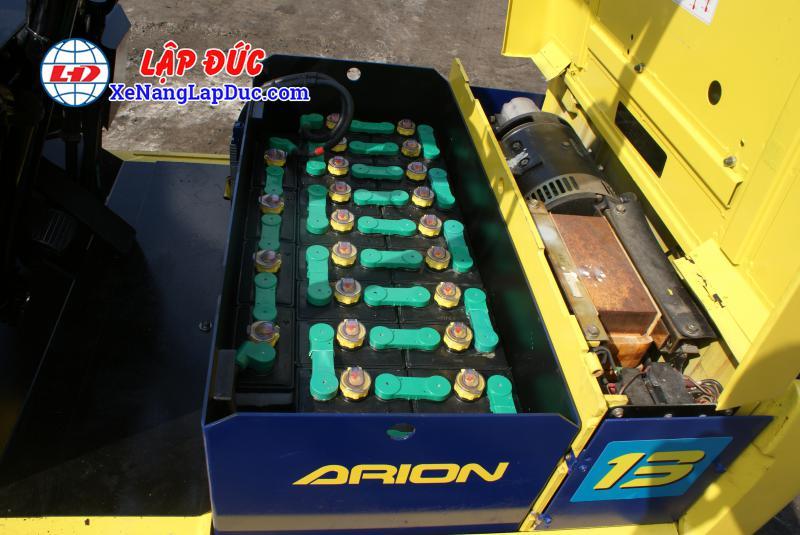 Cách châm nước cất bình điện (Ắc quy) xe nâng 6