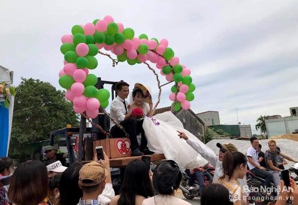 Rước dâu bằng xe nâng hàng ở Nghệ An 2