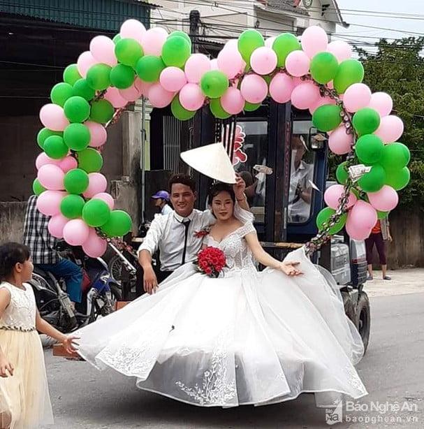 Rước dâu bằng xe nâng hàng ở Nghệ An 3