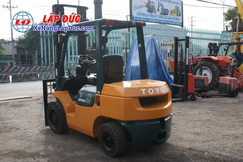 Xe Nâng Dầu TOYOTA 7FD30 21