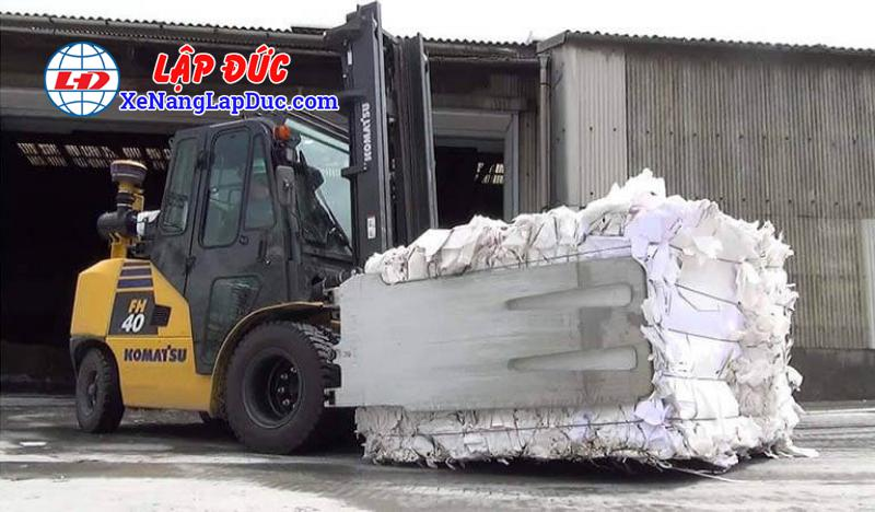 Xe nâng kẹp giấy vuông, kẹp bông, vải, kẹp phế liệu, thùng carton... 8
